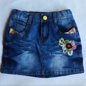Denim skirt embroidery size 4 jeans flowers EUC